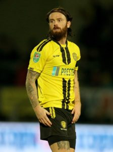Burton defender John Brayford has signed a new one-year contract to keep him with the Sky Bet League One club for the2019/20 campaign.