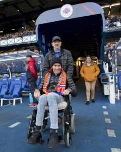 A video on social media has shown former Rangers player Fernando Ricksen calling for fans to turn out for his 'final night'.