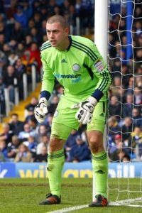 Millwall have signed former Bristol City goalkeeper Frank Fielding.
