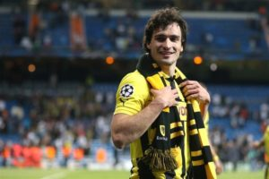 Mats Hummels will re-sign for Borussia Dortmund from Bayern Munich following an agreement between the two clubs.