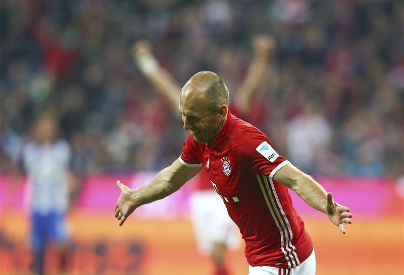 PSV Eindhoven boss Mark Van Bommel insists the ball is in Arjen Robben's court as to whether he joins the Eredivisie club this summer.