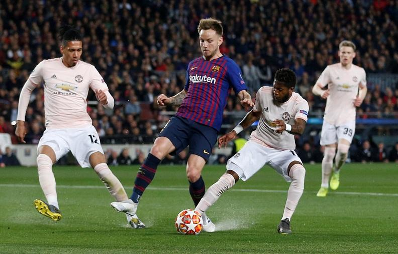 Manchester United are contemplating whether to make an offer for Barcelona midfielder Ivan Rakitic, reports claim.