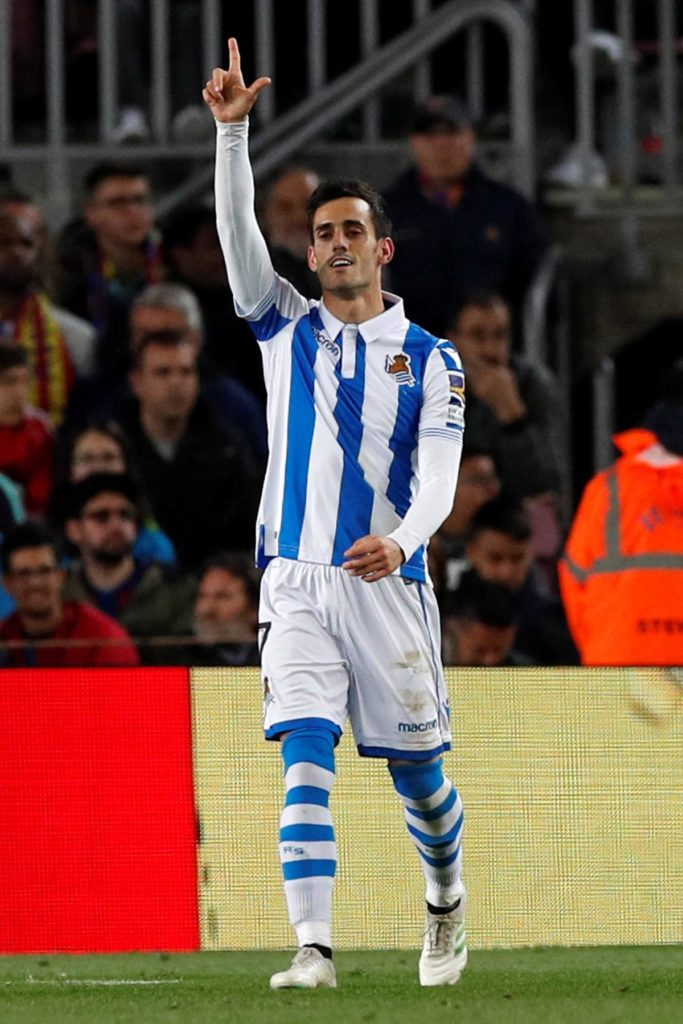 Real Sociedad forward Juanmi Jimenez has completed his move to La Liga rivals Real Betis on a five-year contract.