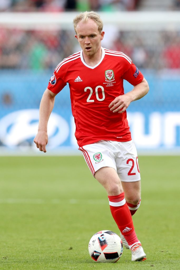 Wales international Jonny Williams has signed a one-year deal at Charlton.