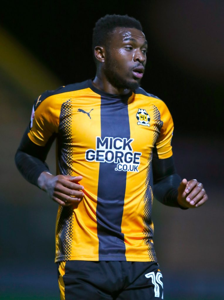 Port Vale have signed winger David Amoo on a one-year contract.