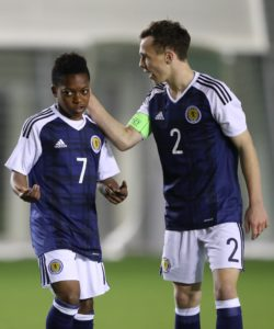 Hearts have extended the contracts of teenagers Connor Smith and Chris Hamilton.