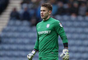Preston goalkeeper Chris Maxwell aims to take his Edinburgh derby experience a major step forward after joining Hibernian on loan.
