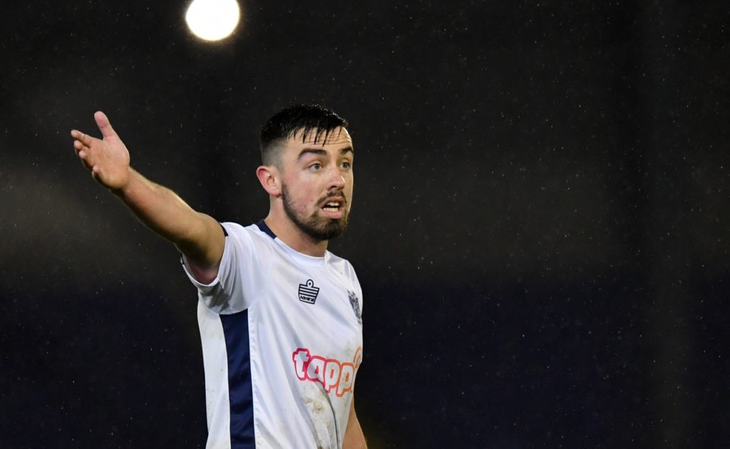 Rochdale have signed defender Eoghan O'Connell on a two-year deal.