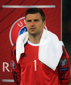 Scotland goalkeeper David Marshall has completed a move to Wigan following his departure from Hull.