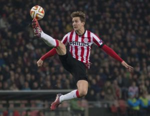 Luuk de Jong has completed his move away from PSV Eindhoven by joining La Liga outfit Sevilla on a four-year-deal.