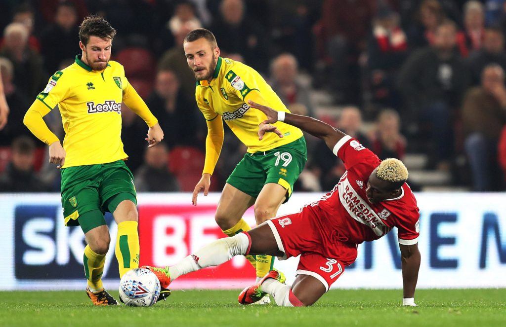 Norwich City midfielder Tom Trybull has signed a new two-year contract to June 2022.