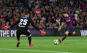Celta Vigo have beaten Valencia to the signature of Barcelona midfielder Denis Suarez on a four-year contract.