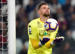 Fiorentina goalkeeper Bartlomej Dragowski is tempted to join Bournemouth, according to reports in Italy.
