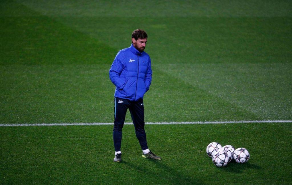 Andre Villas-Boas has made Villarreal's Alvaro Gonzalez Soberon his first signing at Marseille, bringing in the defender on loan.