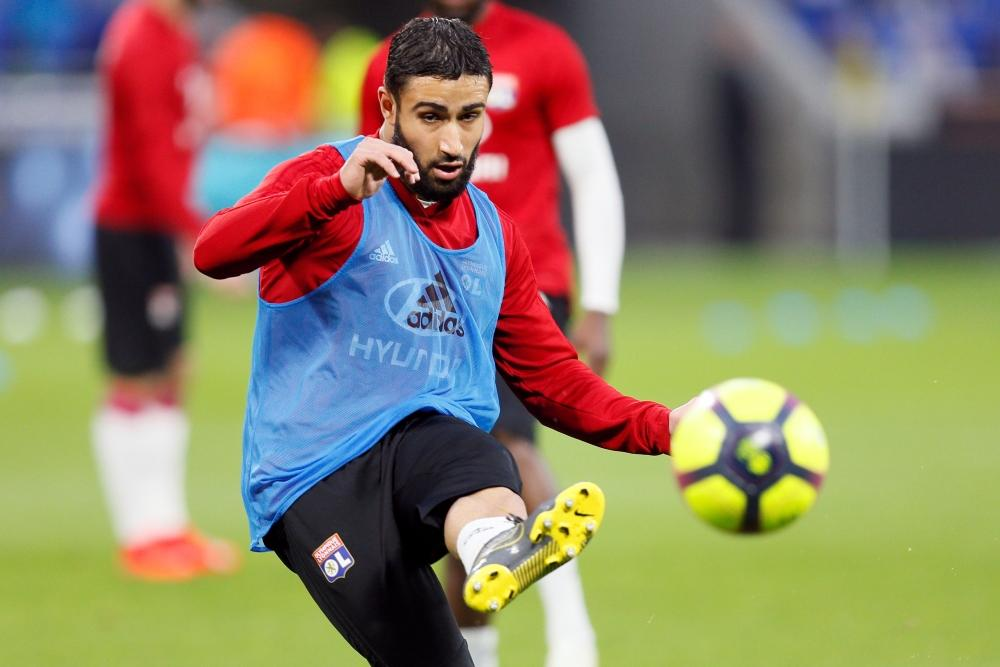 Real Betis are closing in on the signing of Lyon midfielder Nabil Fekir, who has arrived in Seville to complete the move.