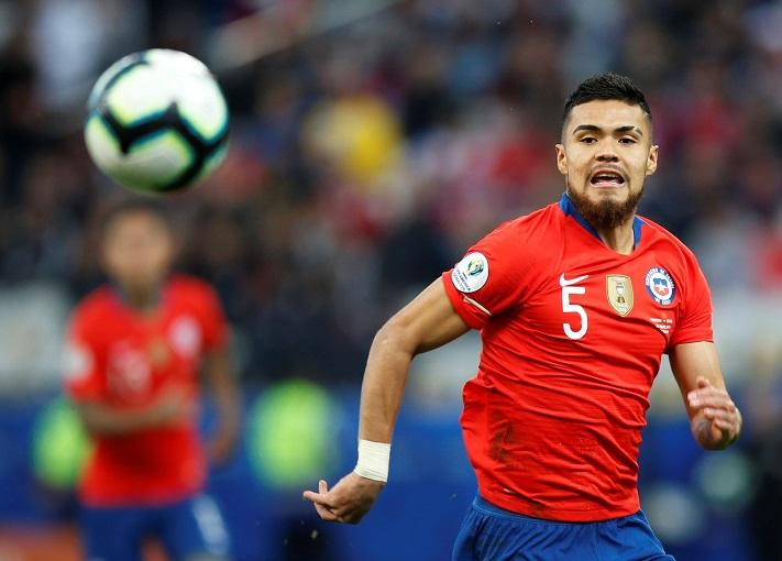 The father of reported Crystal Palace target Paulo Diaz has revealed there have been talks with an English club over a summer move.