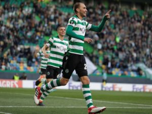 Eintracht Frankfurt are on the verge of securing a deal for Sporting Lisbon's Dutch striker Bas Dost.