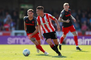 Brentford winger Sergi Canos has signed a new four-year deal to tie him to the Bees until 2023.