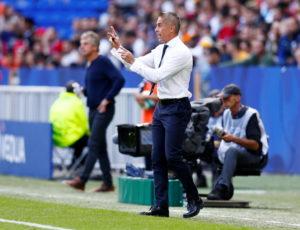 Lyon president Jean-Michel Aulas has confirmed head coach Sylvinho and sporting director Juninho will remain in their jobs.