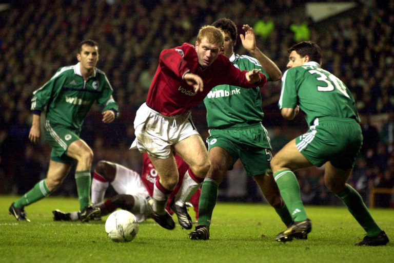 Scholes jinked through the Panathinaikos defence before chipping over the corner