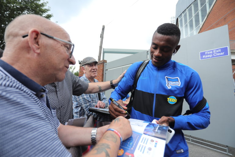 Kalou signs autographs ahead of a friendly against Crystal Palace