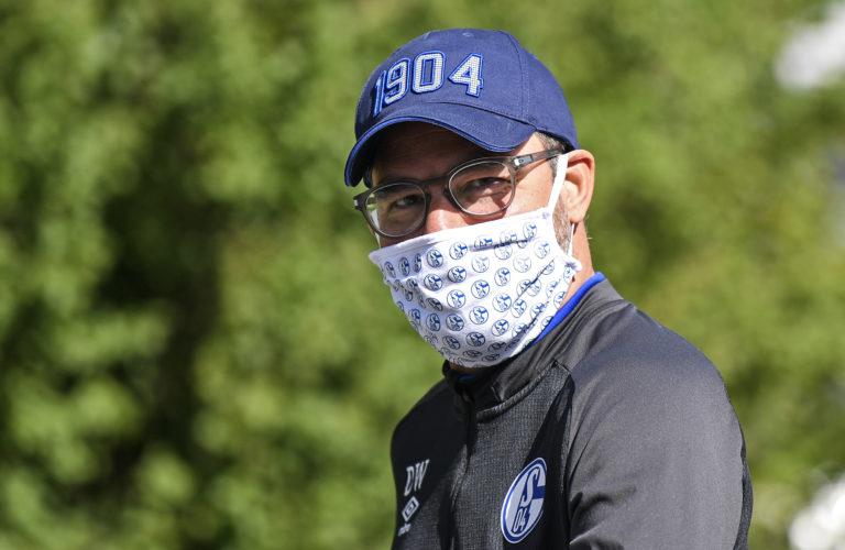 Masked Schalke head coach David Wagner leaves the team hotel