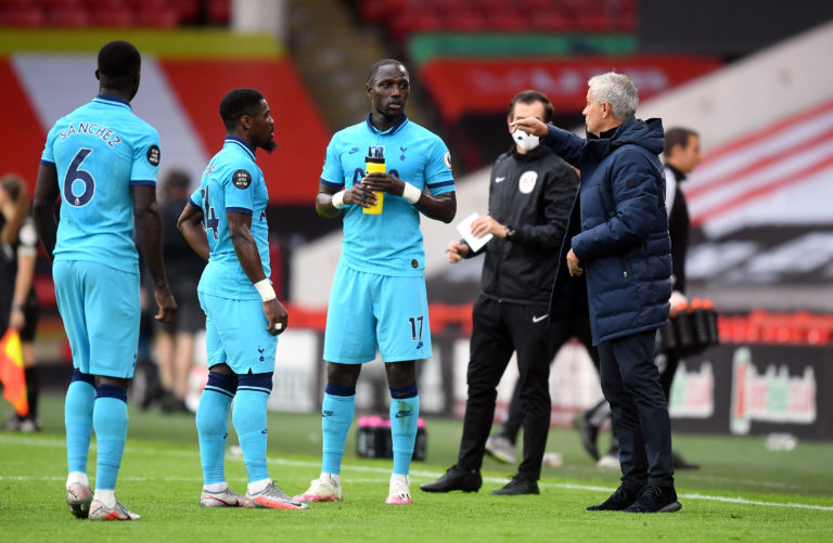 Mourinho speaks to Serge Aurier and Moussa Sissoko during a break in play