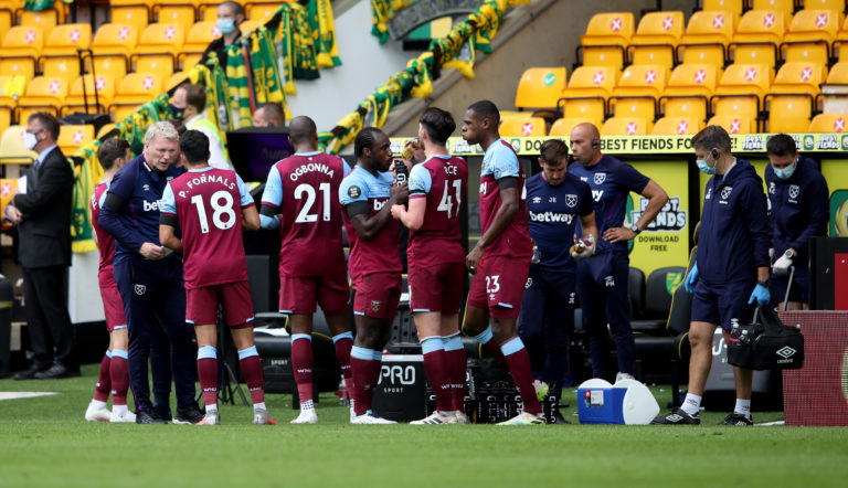 West Ham manager David Moyes speaks to his players during a drinks break